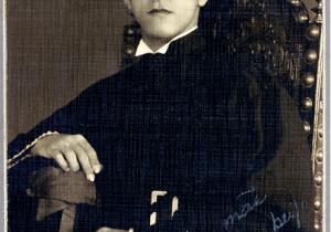 Formatura na Faculdade de Direito do Catete, em 1933 Na foto, dedicatória a mãe.