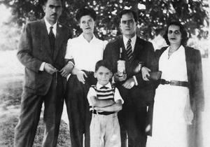 Con su esposa Tati y la familia de Rubem Braga.