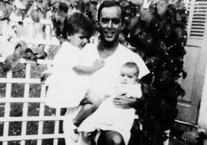 Com seus filhos Susana e Pedro, 1942